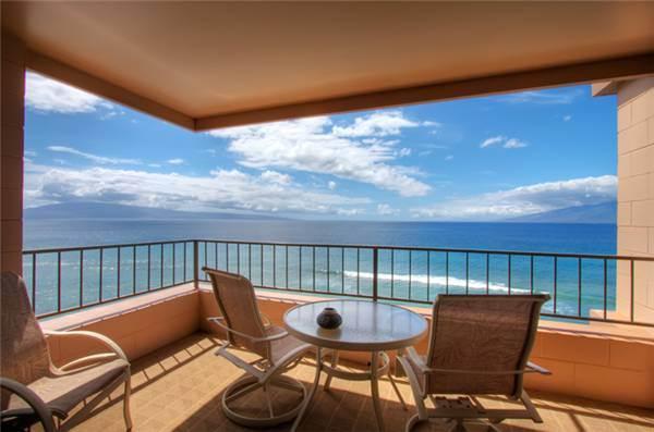 Perfect Ocean Views and Large Open CORNER Lanai in Maui Kai 801