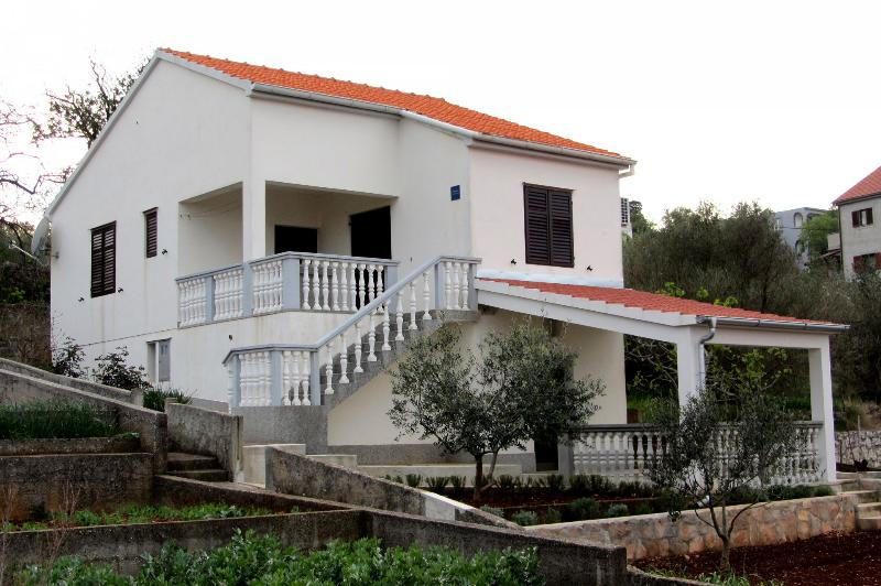 Milka - in center & close to the sea: H(4+1) - Sali, holiday rental in Sali