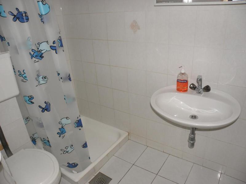 A2 (3 + 1): baño con inodoro.