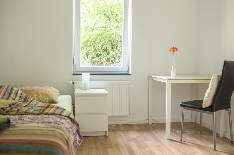 Zimmer 4: 1-Personenzimmer in Degerloch nahe Stadtbahn, aluguéis de temporada em Leinfelden-Echterdingen