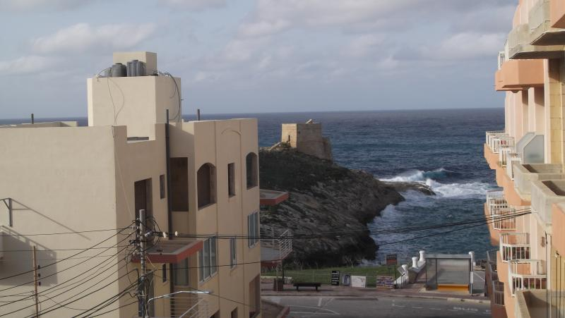 Sea and Country View 1st Floor Apartment, vacation rental in Munxar