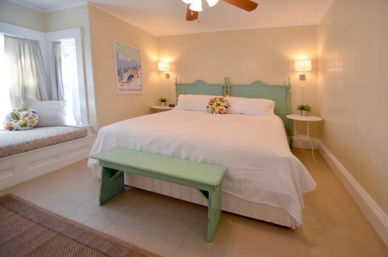 Victorian Home, 14-18P, In Town Wolfeboro, Lakes Region, near Lake Winnipesaukee, vacation rental in Wolfeboro