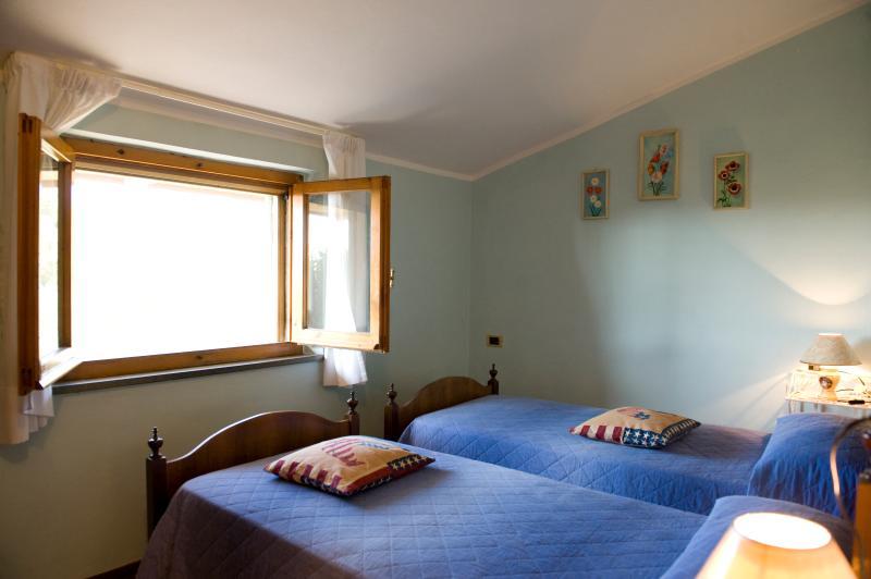 Camera azzurra con due letti singoli o matrimoniale