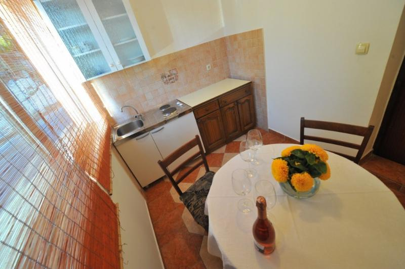 A6(3): kitchen and dining room