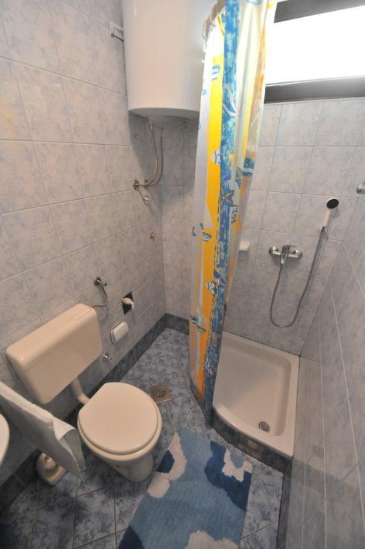 A6(3): bathroom with toilet