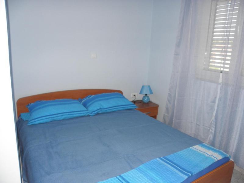 A2 Plavi (2+2): bedroom