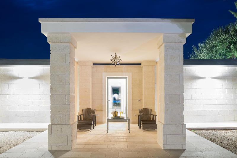 Patio Private Entrance Lamia olive