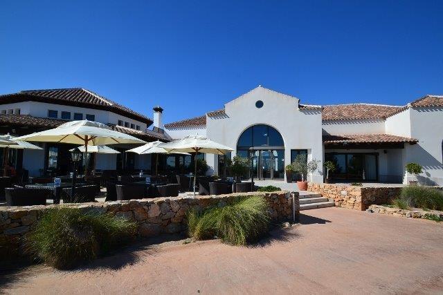 Terraço do clube, bares, restaurantes.