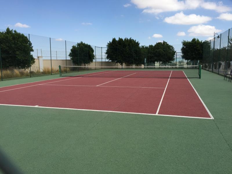 Quadras de tênis, totalmente inclusivas para Villa vinte convidados.
