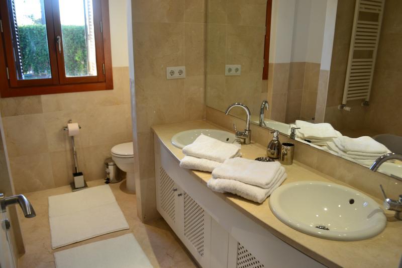 5 casas de banho, 3 casa de banho privada.