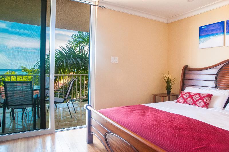 2 bed/ 2.5 bath Ocean Front Condo Montego Bay Club, vacation rental in Montego Bay