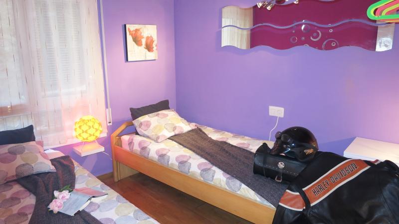 Bedroom II: 2 single beds, beside table, commode.