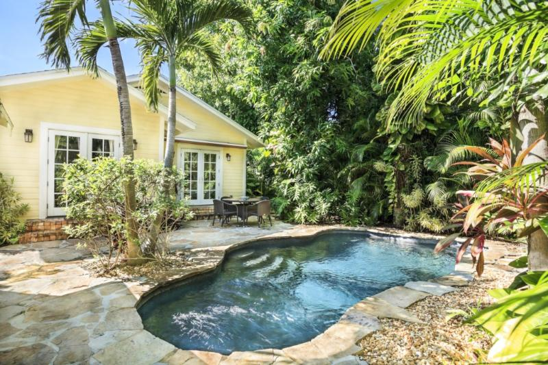 Mango Haus | 2bd/2ba | Private Pool & Parking, alquiler vacacional en Lake Worth