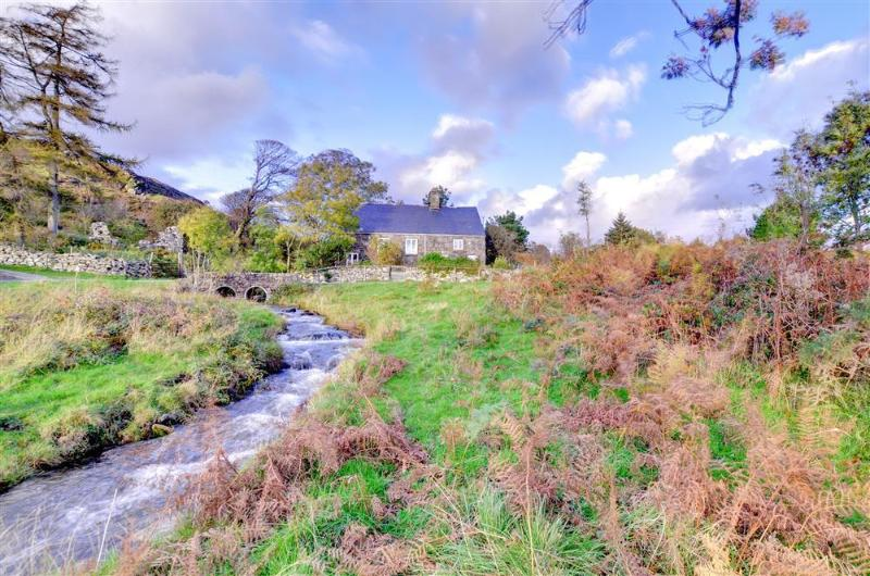 This pretty stone cottage is converted from a former chapel, in a peaceful location above the village of Llanfachreth, within easy reach of Dolgellau and Coed y Brenin