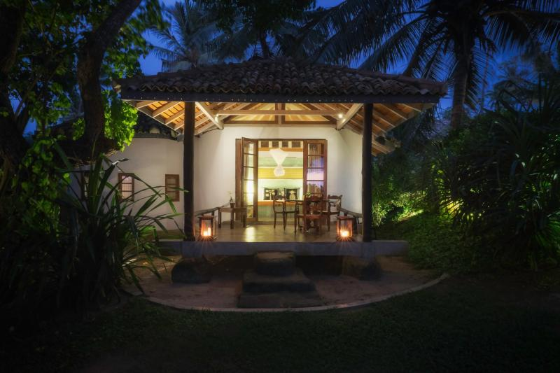 Stunning Beachfront Private Villa, vacation rental in Weligama