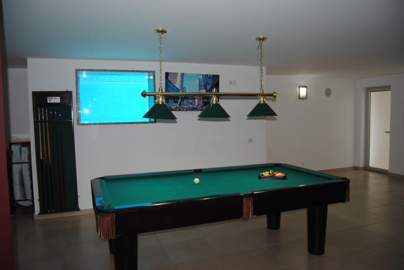 playing room with swimming pool window