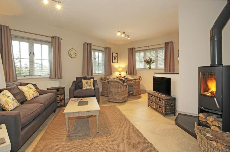 Beautifully furnished, light and spacious sitting/dining area