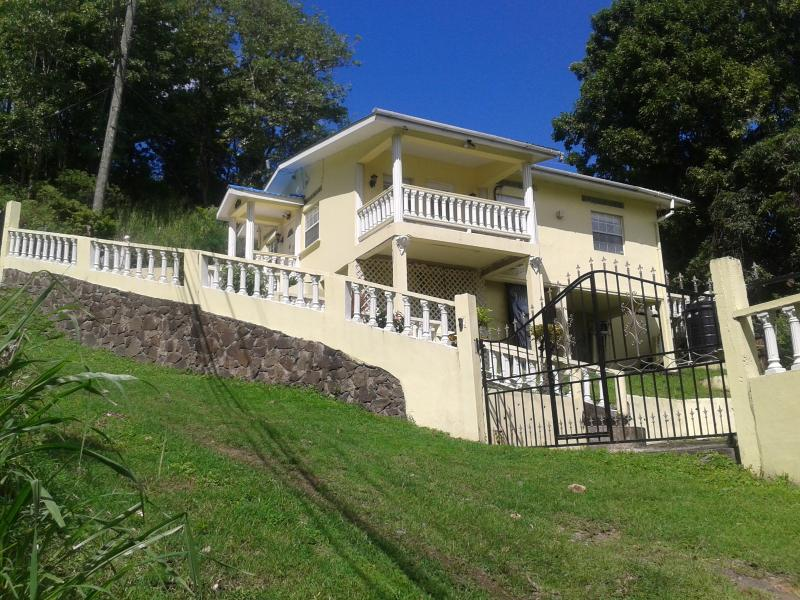Bella Rosa House 3 Bedrooms Sleeps 7, holiday rental in Castries