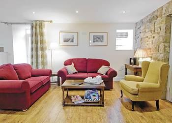 Pig Run Barn 4 Gold Star perto de Beamish, Newcastle e Durham sala de estar, com sofás e cadeiras confortáveis