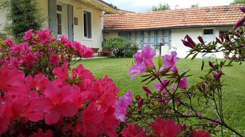 Very nice house with garden, parking closed, air-conditioned rooms and wifi.