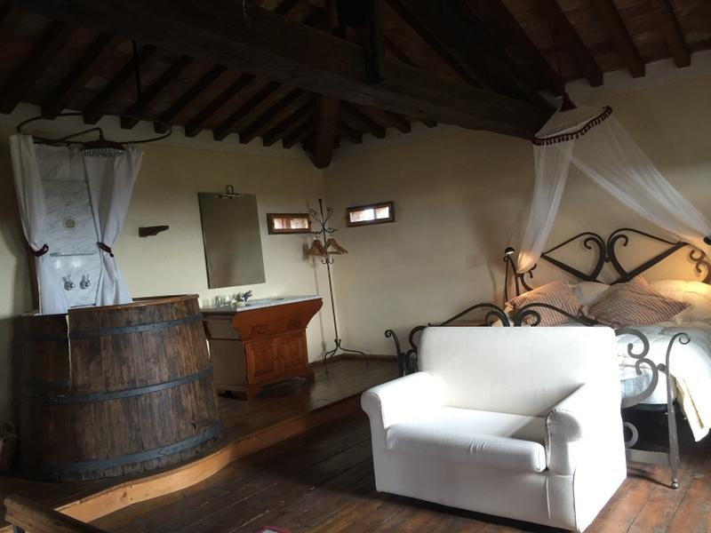 Honeymoon Suite in the Tower with Breakfast, holiday rental in Montagnano