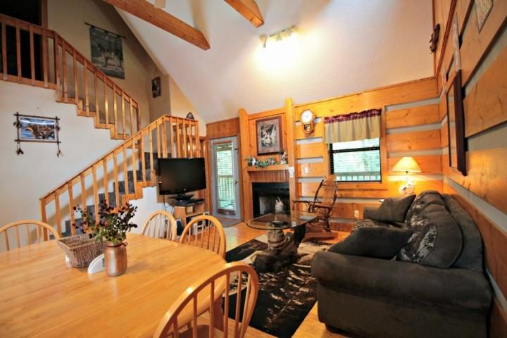 Welcome to Dances with Wolves, a cozy two bedroom home in the heart of Pigeon Forge!