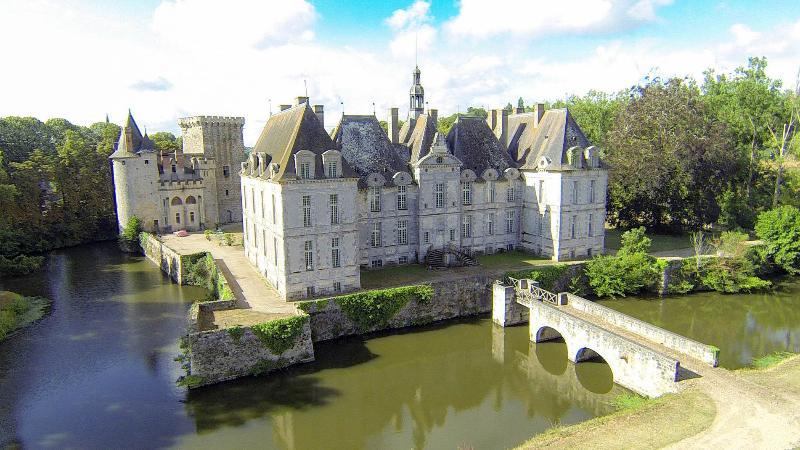 Château de saint-loup sur Thouet -, location de vacances à Noizé
