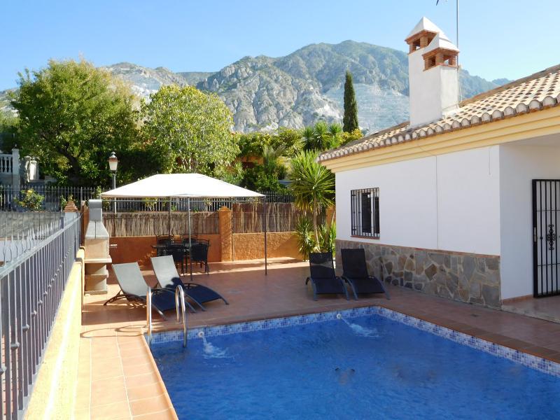 Villa with private pool near Granada, holiday rental in Niguelas