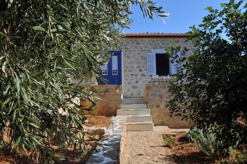 STONE HOUSE NEFELI (THEOKTISTA), holiday rental in Hydra