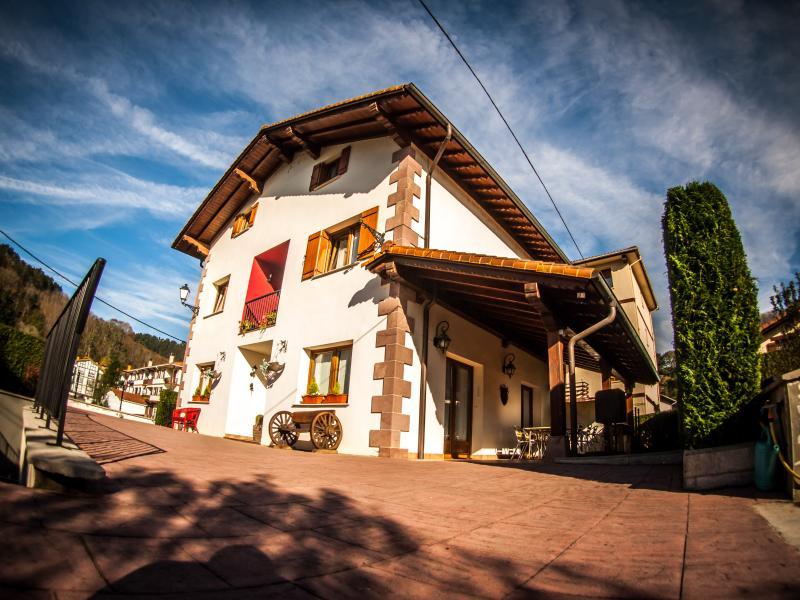 'Casa Rural Gure Lur'  en el corazón verde de Navarra., holiday rental in Navarra