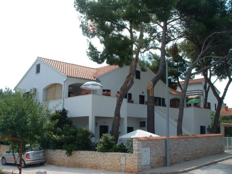 Dinka  A2(4) - Mirca, vacation rental in Brac Island