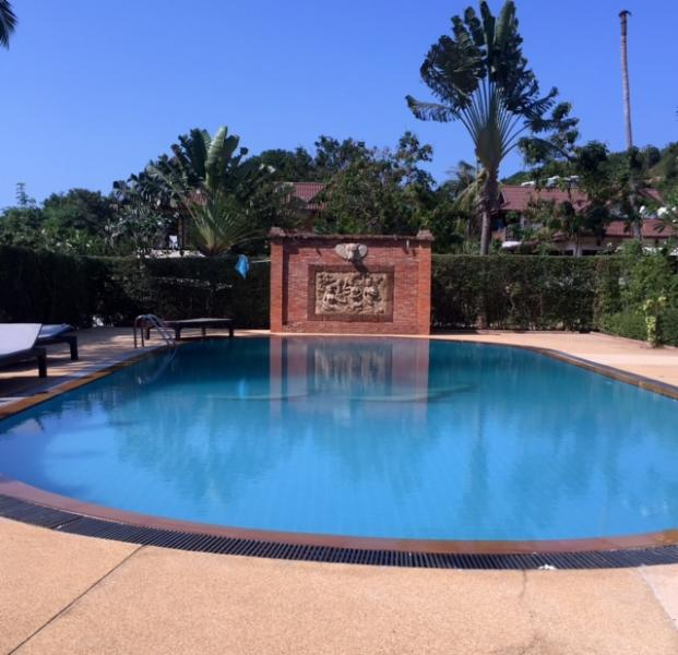 0_Big tropical swimming pool 30m
