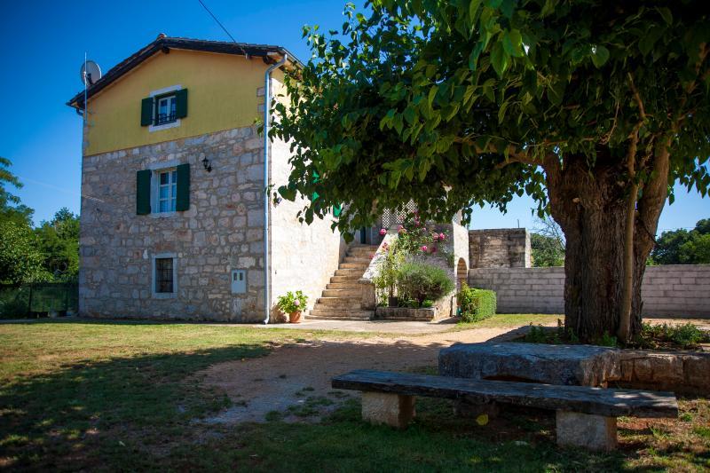 Lovely stone house near Porec - Istria, vacation rental in Porec