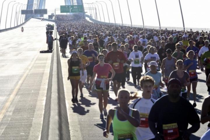 Cooper River Bridge Run brings thousands