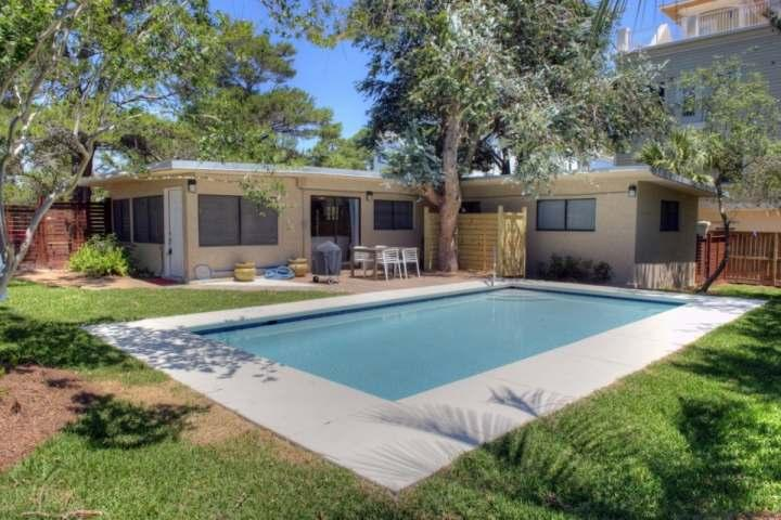 Aqua Luz is a precious bungalow located just minutes from Santa Rosa Beach