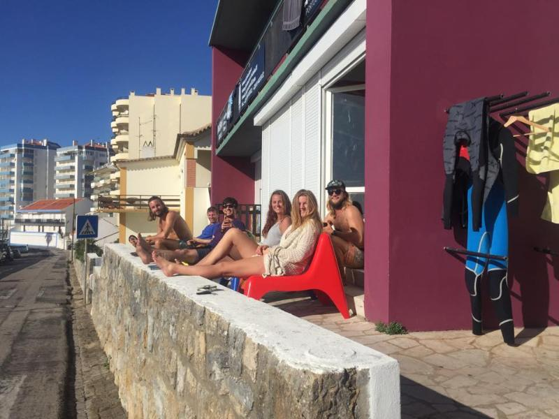 Hostel & SurfCamp 55 - Ericeira, aluguéis de temporada em Ericeira