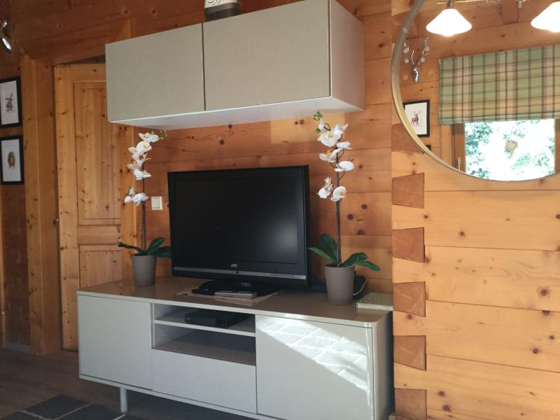 Wow is the only word that will come to mind when you walk into this beautiful log chalet.