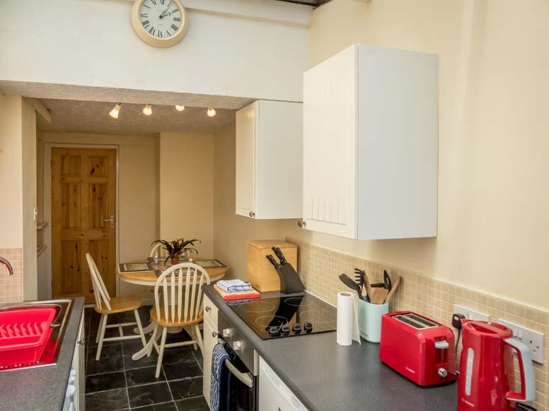 looe self catering kitchen