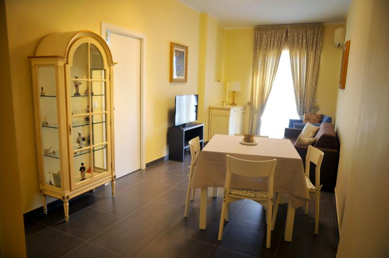 CASA CAMPANA CENTRAL STATION NAPOLI, vacation rental in Naples