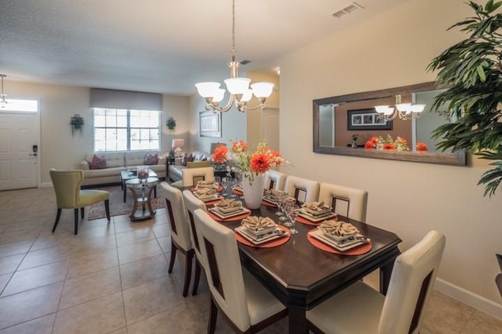 Comedor formal para 8 w / Vista de Sitting Room