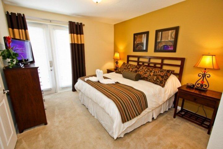 1st Floor King Master Bedroom w/En-Suite Bath & Flat Screen TV w/Cable