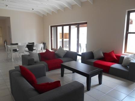 Stylish Spacious House in Security Guarded Estate, Sleeps 6, Wi-fi included., holiday rental in Plettenberg Bay