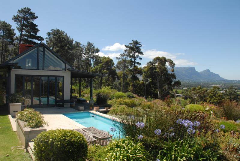 Beautiful, easy-living and spacious home in Secure Estate with endless views, vacation rental in Tokai