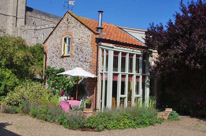 Full? Try The Gig House  next door: https://www.holidaylettings.co.uk/rentals/happisburgh/1332317