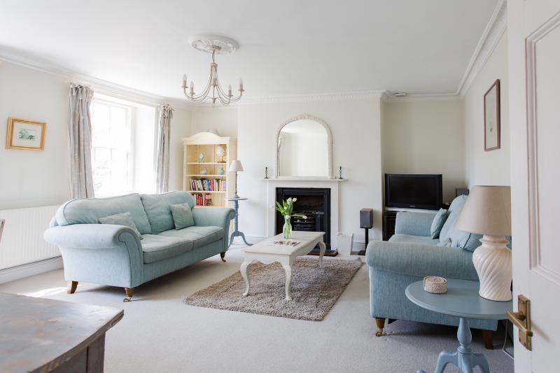 Weston Lodge - a stylish luxury holiday apartment, holiday rental in Dyrham