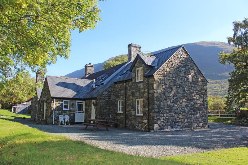 Cosy cottage for 2 in peaceful Snowdonia countryside