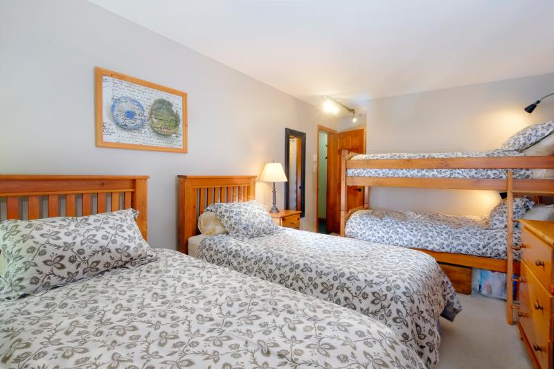 Bunk Room single beds can easily be made into a king giving us 3 king beds! Or sleep 4 singles.