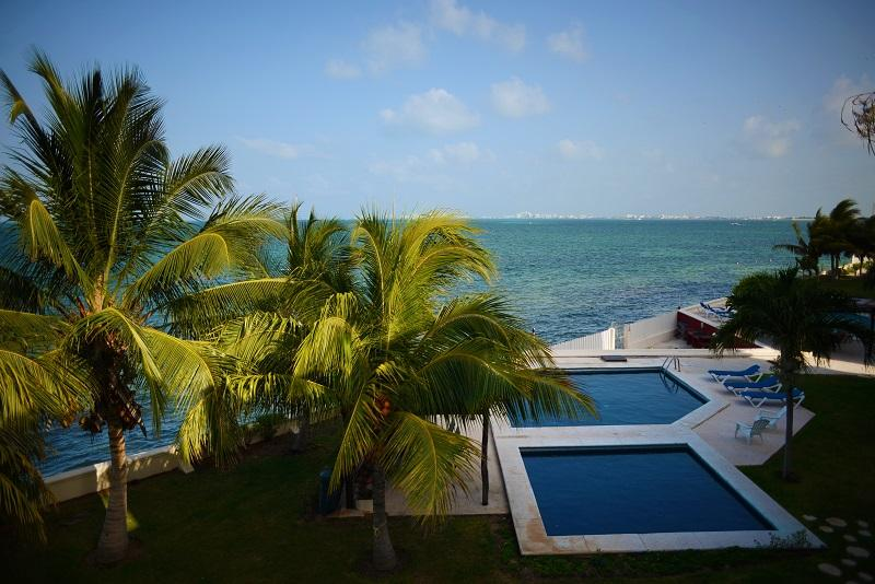 Oceanview 3 bedroom with pool.