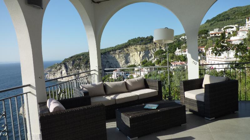 Overview exclusive seaside villa - Patio