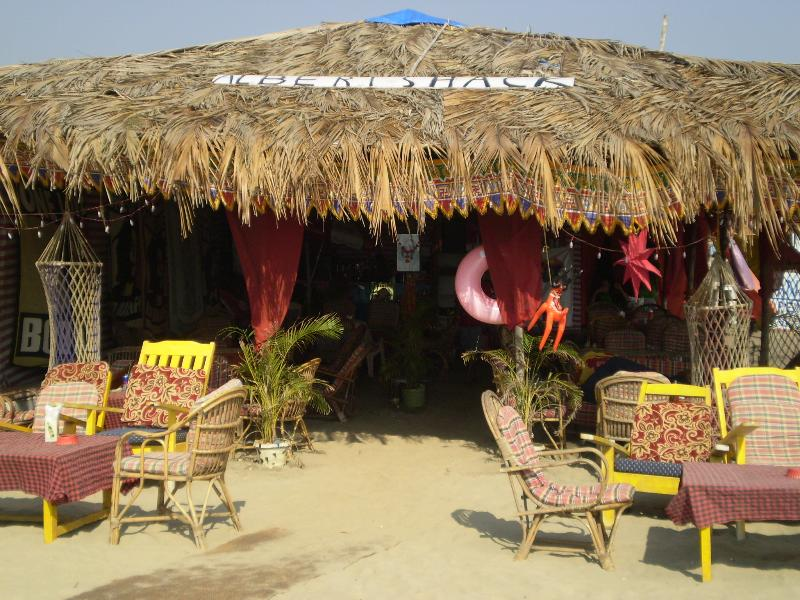 Los ranchos de playa están a pocos pasos de Casa Flora.